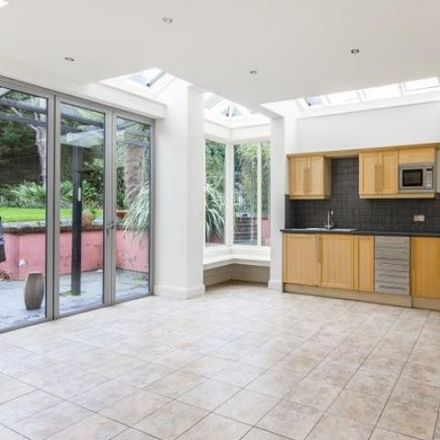 Rent this 5 bed apartment on 37 Cumnor Hill in Vale of White Horse OX2 9SY, United Kingdom