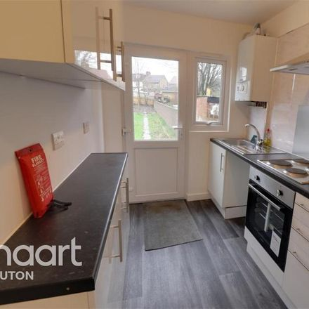 Rent this 3 bed house on Foxdell Infant School in Dallow Road, Luton LU1 1TG