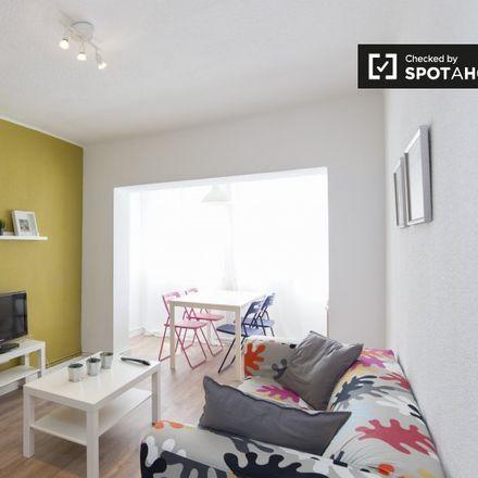 Rent this 3 bed apartment on Farmacia - Calle Seseña 31 in Calle de Seseña, 31
