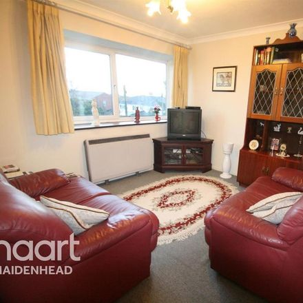 Rent this 2 bed apartment on 15-21 Bath Court in Pinkneys Green SL6 6ER, United Kingdom