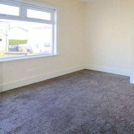 Rent this 3 bed house on Thornhill Grove in Bradford BD18 1AY, United Kingdom