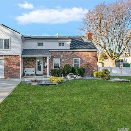 Rent this 3 bed house on Morrisey Pl in Deer Park, NY