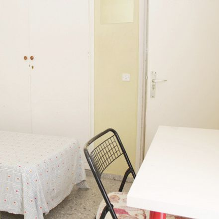 Rent this 6 bed room on Calle Rastro in 1, 41004 Seville