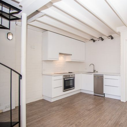 Rent this 1 bed townhouse on 3/3 Ellen Street