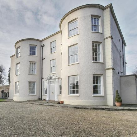 Rent this 4 bed house on 12 Clifton Wood Road in Bristol BS8 4TW, United Kingdom
