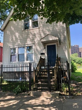 Rent this 6 bed duplex on 4252 South Wells Street in Chicago, IL 60609
