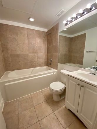 Rent this 2 bed townhouse on Jimmy John's in 212 West Washington Street, Chicago
