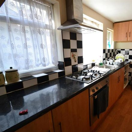 Rent this 3 bed house on Visitor Parking in Brooke Road, Grays RM17 5BN
