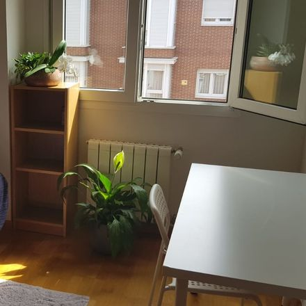 Rent this 3 bed room on Calle Isabel Clara Eugenia in 59, 28050 Madrid
