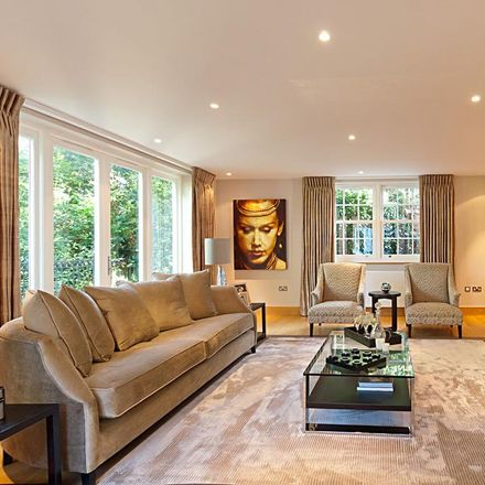 Rent this 7 bed house on 9 White Lodge Close in London N2 0BL, United Kingdom