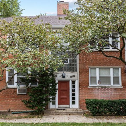 Rent this 2 bed condo on West Albion Avenue in Chicago, IL 60626