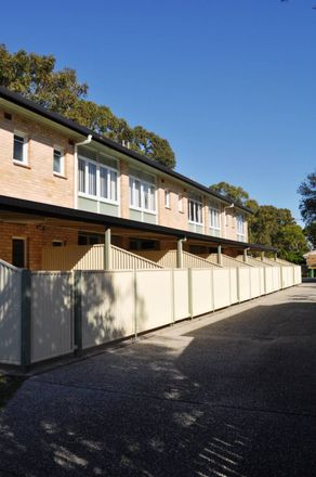 Rent this 2 bed apartment on 2/26 Kenilworth Street