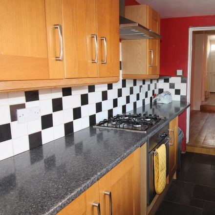 Rent this 3 bed house on Cambridge Street in Luton LU1 3QU, United Kingdom