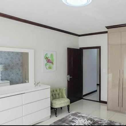 Rent this 3 bed apartment on Walton Road in Crowthorne, Gauteng