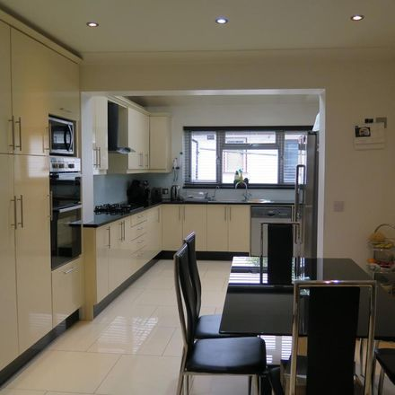 Rent this 4 bed house on Crossway in London N12 0QT, United Kingdom