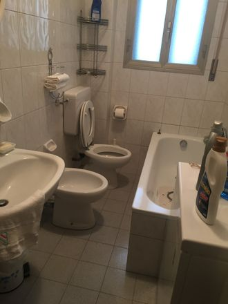 Rent this 1 bed room on 40127