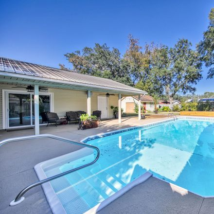 Rent this 4 bed house on 107 21st Street in Niceville, FL 32578