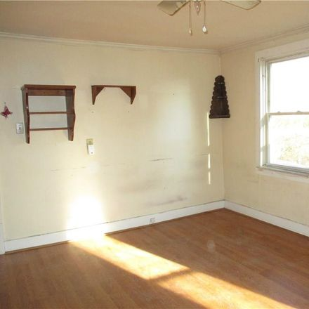 Rent this 1 bed townhouse on 8 High Street in Putnam District, CT 06260