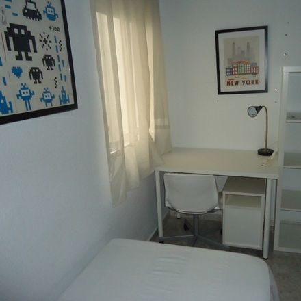 Rent this 4 bed room on Cash Converters in Calle Alcalde Sánchez Badajoz, 14005 Cordova