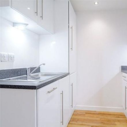 Rent this 1 bed apartment on Dental Art in Bath Road, Thatcham RG18 3BD