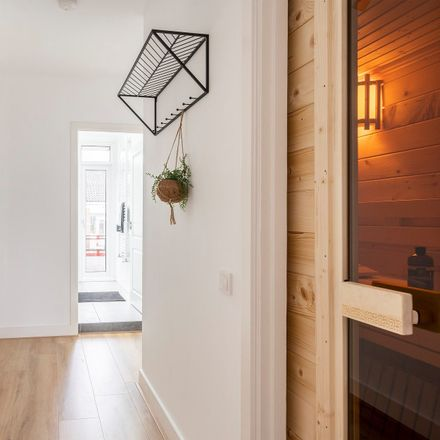 Rent this 4 bed apartment on Jonker Fransstraat 107 in 3031 AX Rotterdam, Países Bajos
