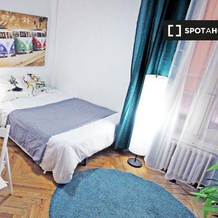 Rent this 8 bed apartment on El Cogollo de la Descarga in Calle de las Hileras, 6