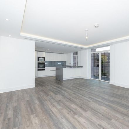 Rent this 3 bed apartment on 82 Chandos Way in London NW11 7HF, United Kingdom