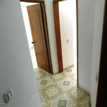 Rent this 5 bed apartment on Cigarrería Amparito in Carrera 103, Localidad Engativá