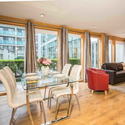 Rent this 3 bed apartment on Citibank in 1 North Wall Quay, North Dock