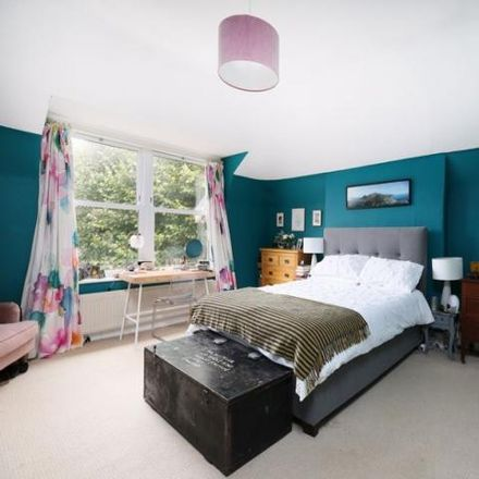 Rent this 3 bed apartment on 51 Clarendon Road in Bristol, BS6 7EY