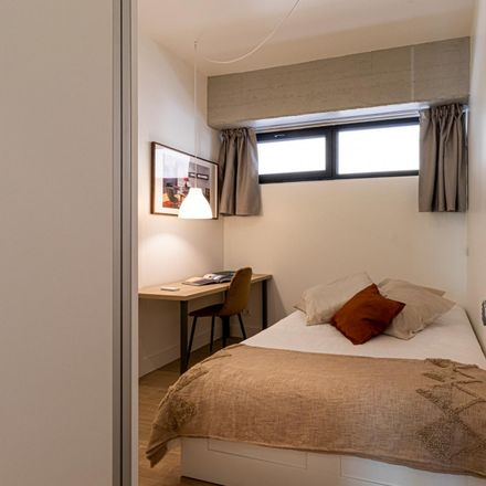 Rent this 7 bed room on Farmácia Almeida Vaz in Rua Luís Cristino da Silva Lote 248, Loja 92