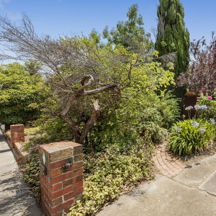Rent this 3 bed house on 151 Oakleigh Road