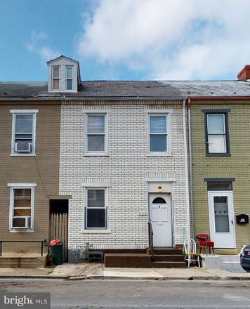 Rent this 3 bed townhouse on 638 North Lumber Street in Allentown, PA 18102