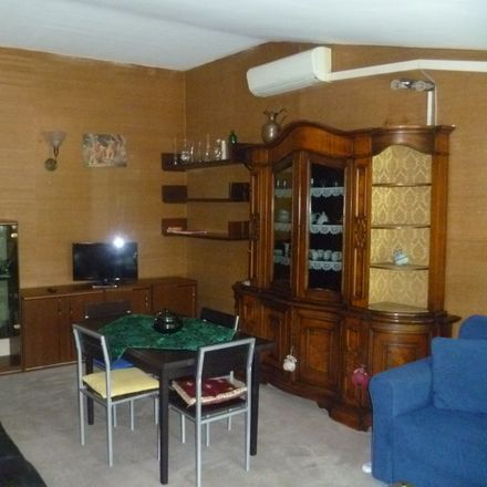 Rent this 4 bed room on via Nobel 11