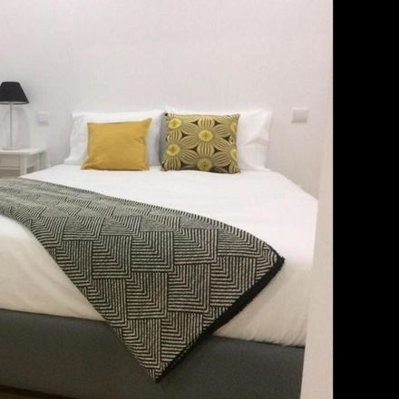 Rent this 3 bed room on R. Conselheiro L. Magalhães in 3800-159 Aveiro, Portugal