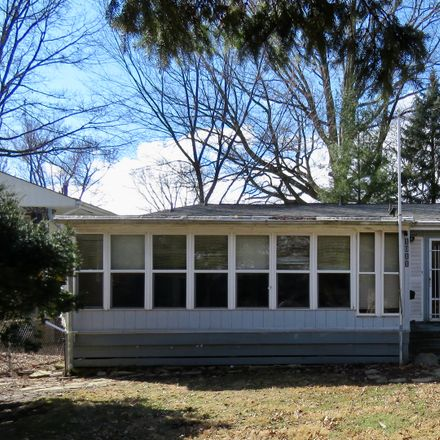 Rent this 3 bed duplex on 1011 Franklin Avenue in Normal, IL 61761