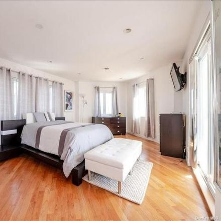 Rent this 3 bed house on Belaire Court in New York Avenue, Long Beach