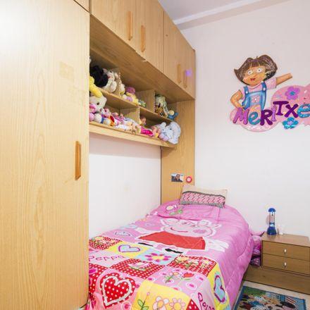 Rent this 3 bed room on Restaurante Fu Li Hua in Carrer de Francesc Layret, 08206 Sabadell