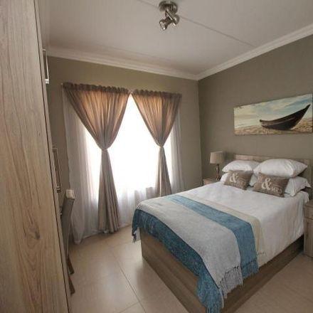 Rent this 2 bed townhouse on Barrumba Pub & Grill in Boekenhoutkloof Street, Tshwane Ward 55