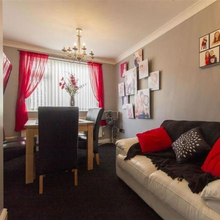 Rent this 3 bed house on Belvedere Avenue in Birdholme S40 3HZ, United Kingdom