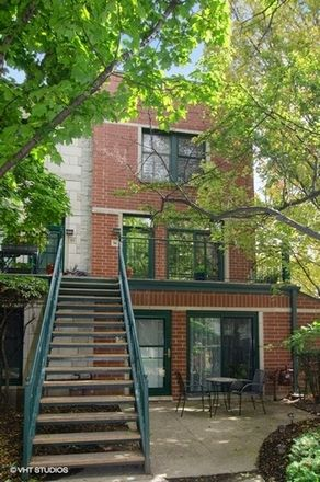 Rent this 3 bed townhouse on South Dearborn Street in Chicago, IL 60616