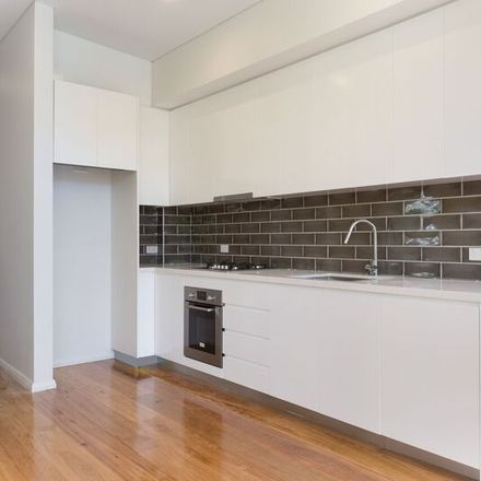Rent this 2 bed apartment on 9/12 Court Road