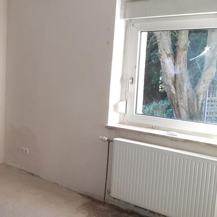 Rent this 3 bed apartment on Morgensteig 60 in 45309 Essen, Germany