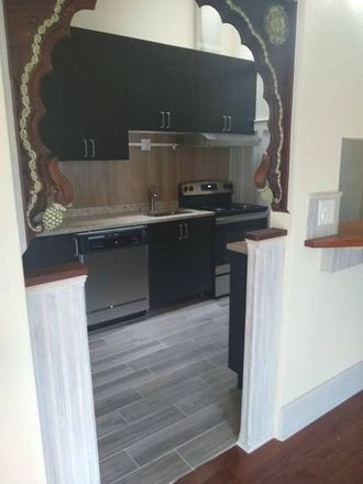 Rent this 3 bed apartment on Oak Park Post Office in Lake Street, Oak Park