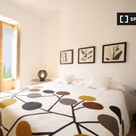 Rent this 1 bed apartment on Calle de Doña Berenguela in 28001 Madrid, Spain