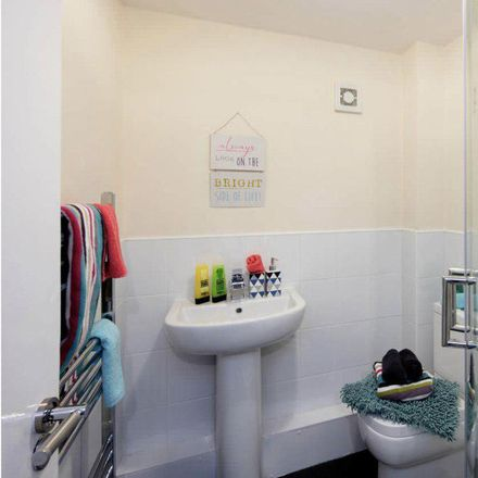 Rent this 4 bed room on Hartwell Road in Leeds LS6 1PX, United Kingdom