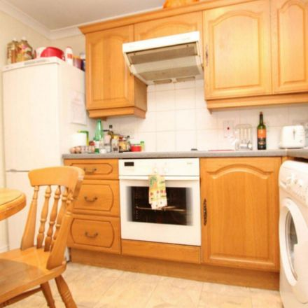 Rent this 4 bed room on Moorfoot House in 221 Marsh Wall, London E14 9FJ