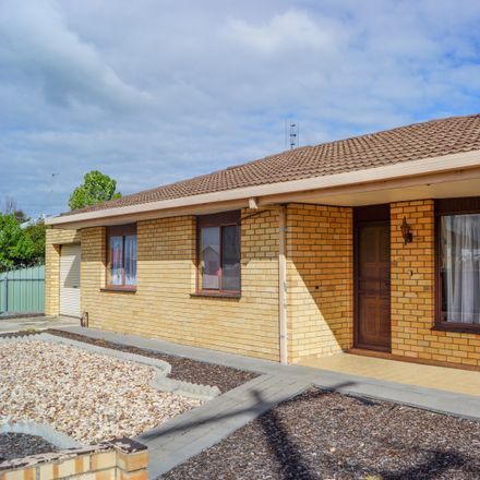 Rent this 3 bed apartment on 1/10 Williams Road