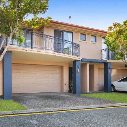 Rent this 4 bed townhouse on 97/4 University Drive