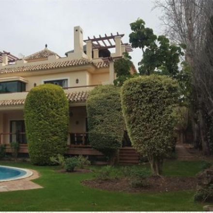 Rent this 2 bed room on Calle Salvador Dali in 29660 Marbella, Málaga